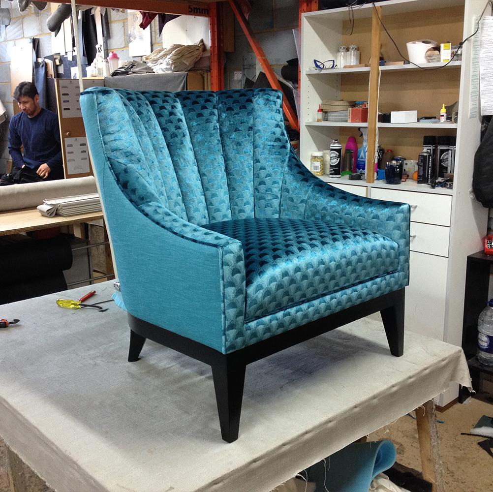 _0013_blue-velvet-chair